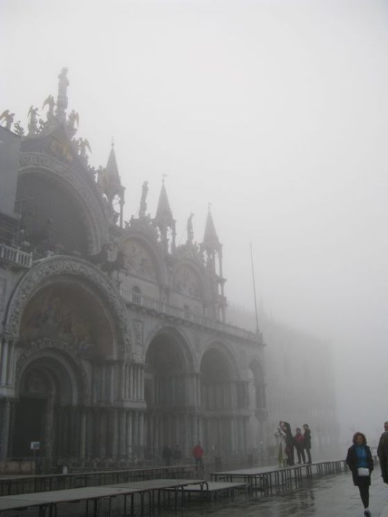 San Marco tourists foggy