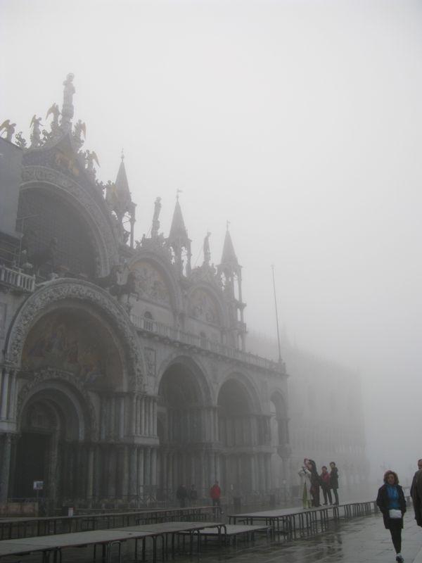 San Marco tourists foggy