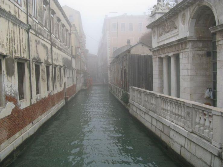 Venice canal foggy1