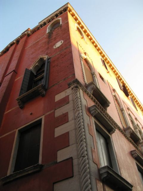 Venice glowing buildings2
