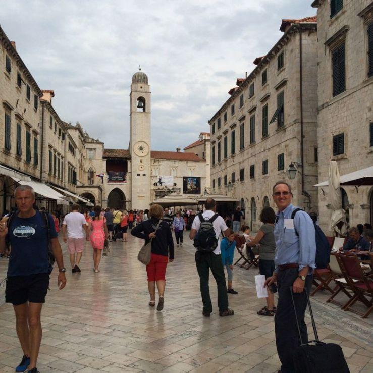 Dubrovnik-tourists arrive