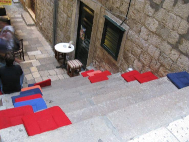 Dubrovnik_8 seating on steps