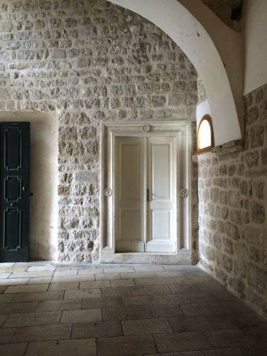 Dubrovnik_Franciscan Hallway