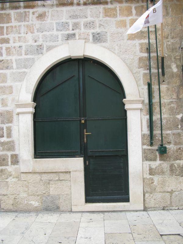 Dubrovnik_shop window closed