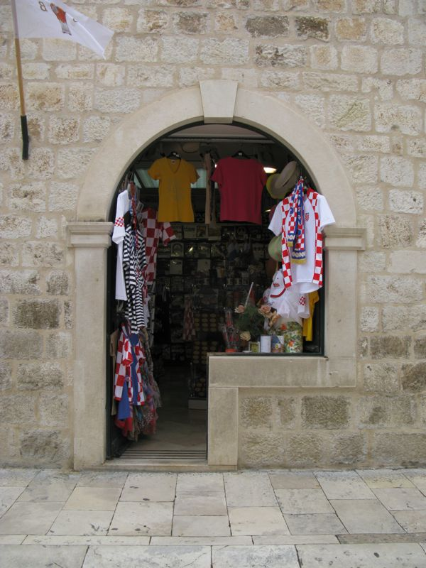Dubrovnik_shop window open
