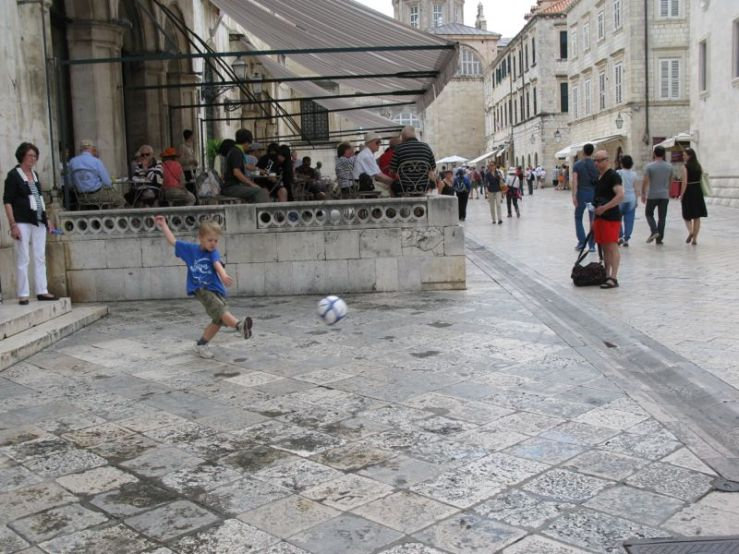 Dubrovnik_soccer kicker