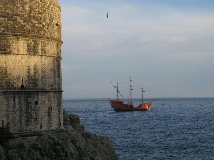 Dubrovnik_Tourist pirate ship