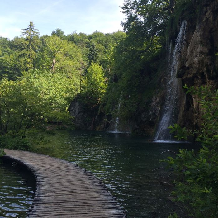 Plitvice10_path and falls