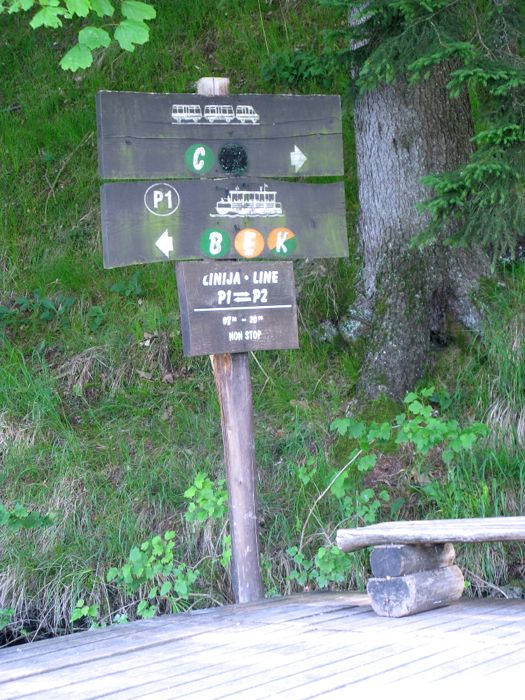 Plitvice13b_ferry and trail sign