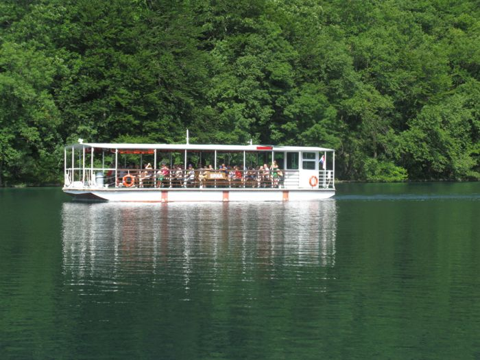 Plitvice7c_boat on lake