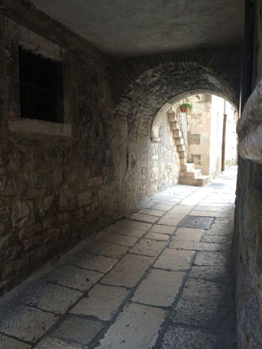 Split walkway