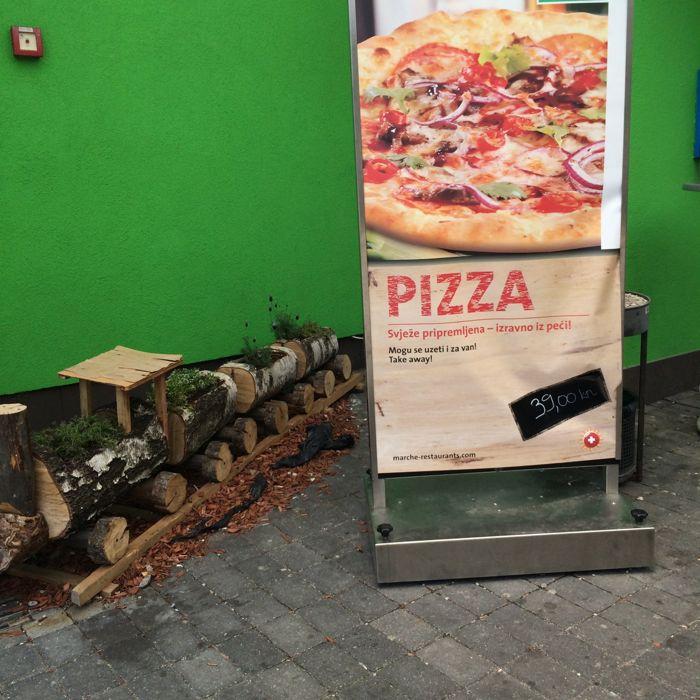 1AutocestaCroatia_train and pizza