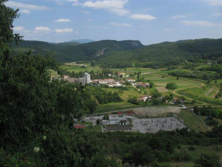 Buzet1e_overlook from road