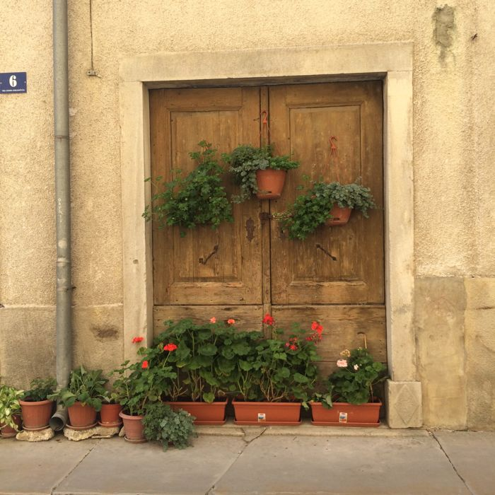 Buzet2_colorful doorway