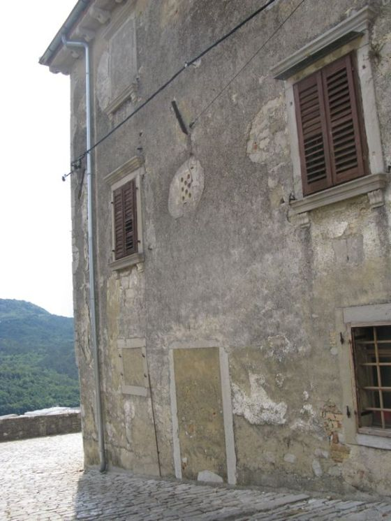 Buzet2a_old building