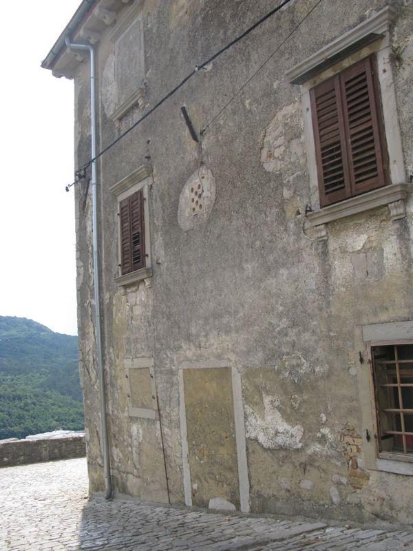 Buzet2a_old building