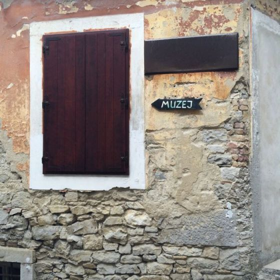 Buzet2d_museum sign