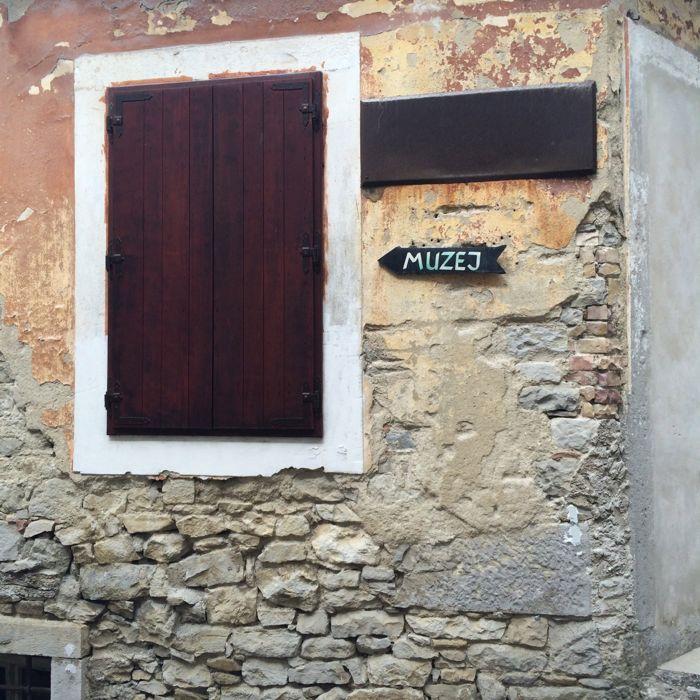 Buzet2d_museum sign