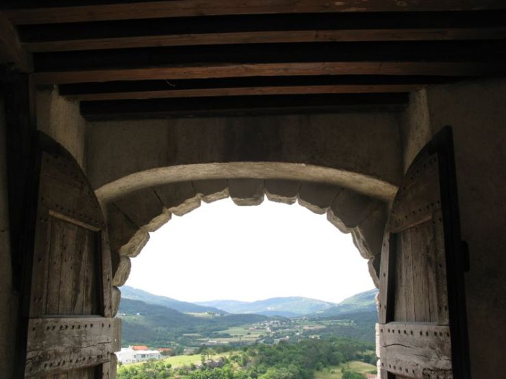 Buzet3_timbers on side gate