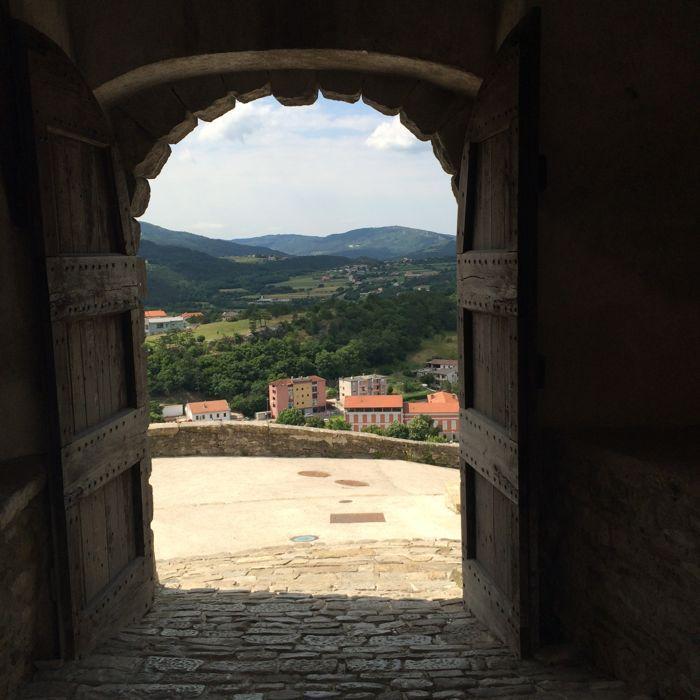 Buzet3f_town gate3