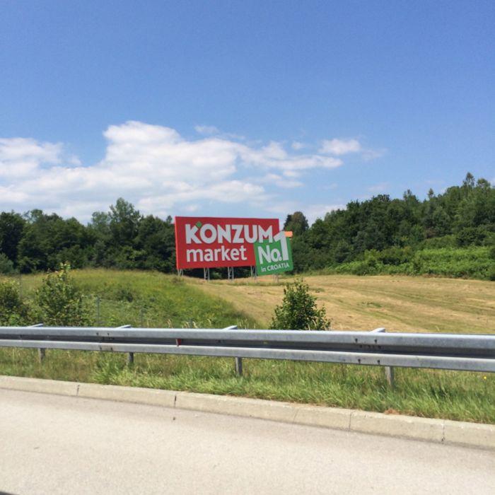 Croatia1a_freeway sign