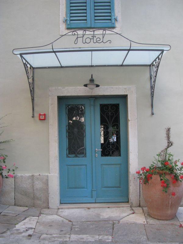 Vela Vrata_front door