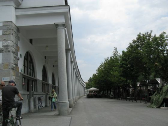 Ljubljana_Colonade streetside