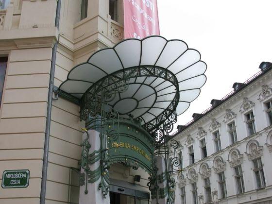 Ljubljana_Galleria7 doorway