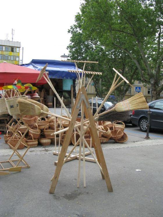Ljubljana_market square2 brooms