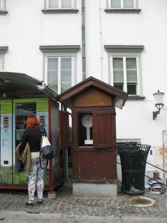 Ljubljana_market square4 scales
