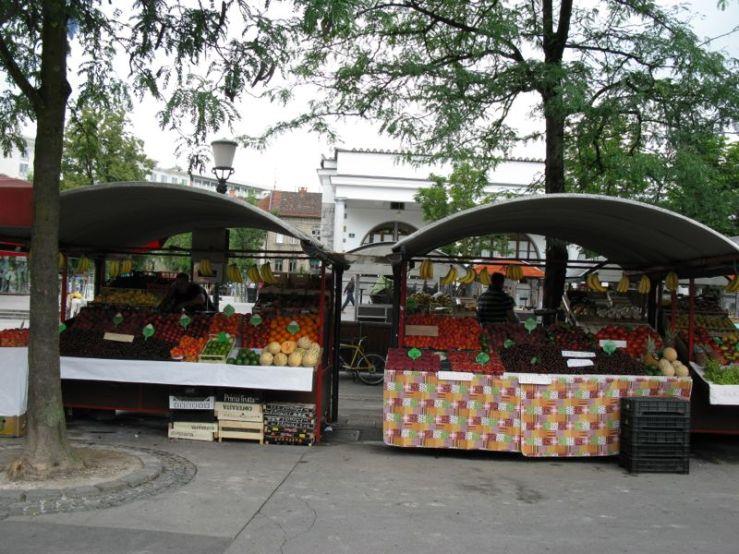 Ljubljana_market square7 stalls