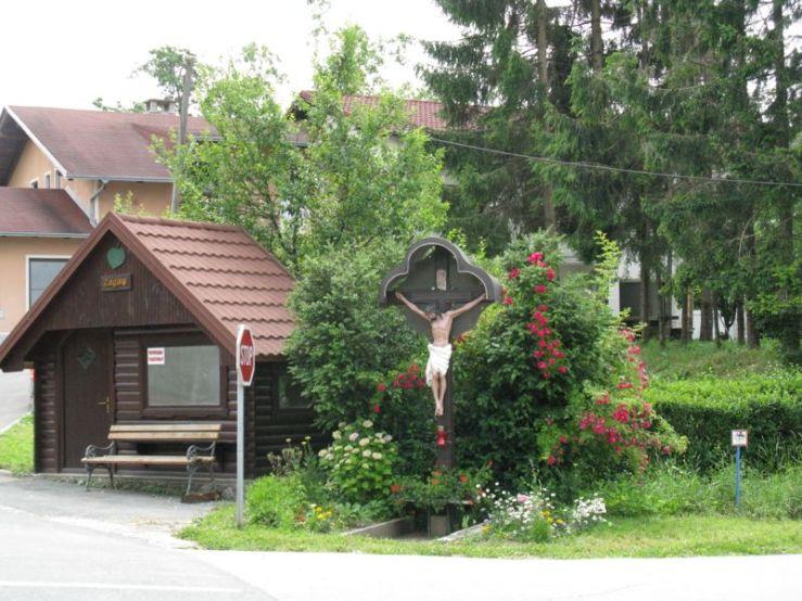 Slovenia_11 roadside shrine
