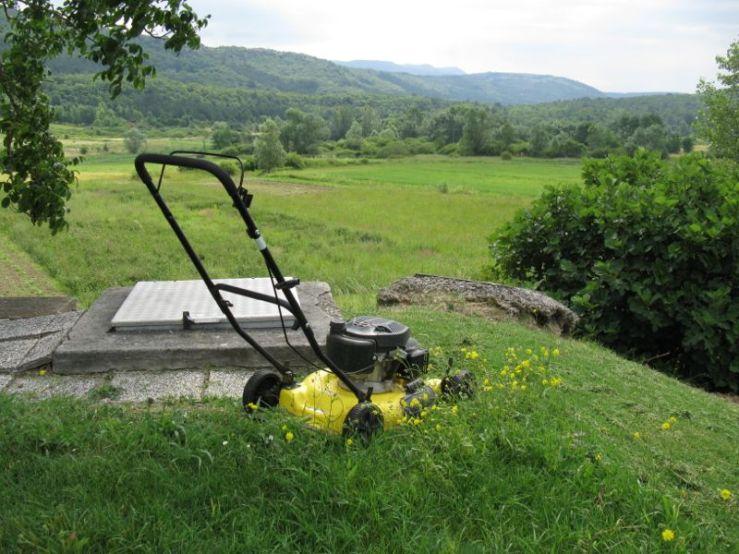 Slovenia_2 lawnmower