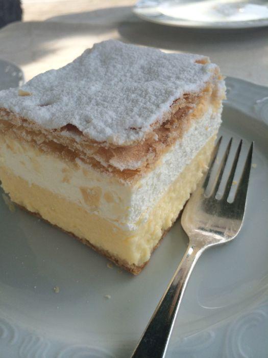 Slovenia_26 lake Bled Cream Cake