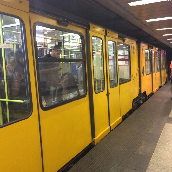 BudapestDay2_7b train yellow
