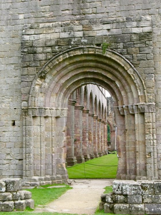 FountainsAbbey2008_2.jpg