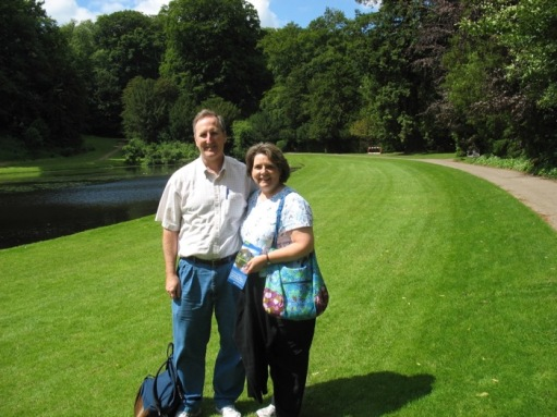 FountainsAbbey2008_tourists.jpg