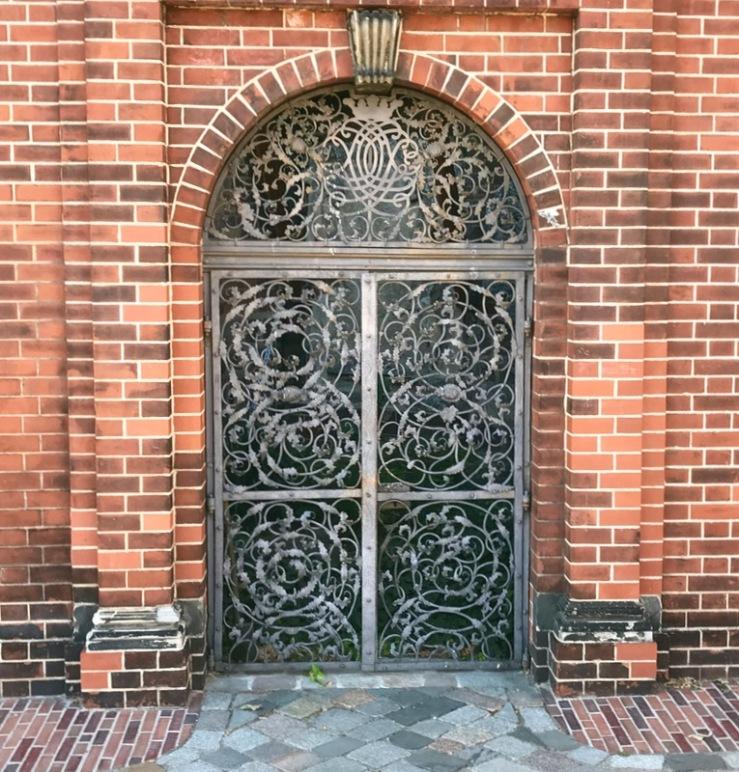Berlin doors_24