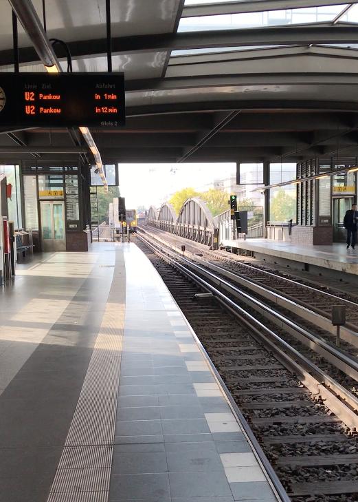 Berlin4_2 train arrives.png