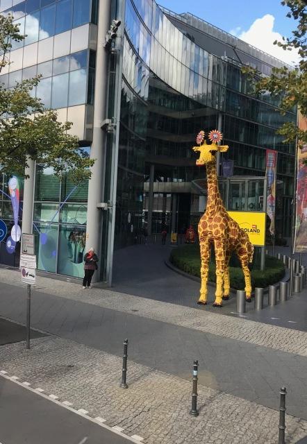 Berlin10_lego giraffe